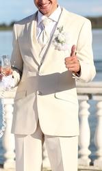 Продам свадебный кремовый костюм